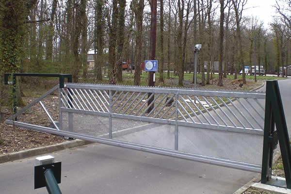 Automatic gate security sliding gates